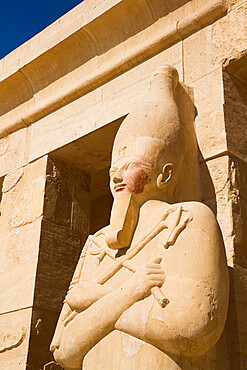 Statue of Queen Hatshepsut, Hatshepsut Mortuary Temple (Deir el-Bahri), UNESCO World Heritage Site, Luxor, Thebes, Egypt, North Africa, Africa