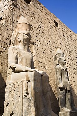 Colossi of Ramses II in front of Pylon, Luxor Temple, UNESCO World Heritage Site, Luxor, Thebes, Egypt, North Africa, Africa