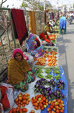 Women at village street market selling home grown vegetables laid out on sacking, Chhota Udepur, Gujarat, India, Asia
