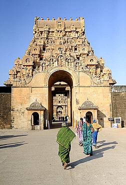 Outer carved stone entrance gate to 11th century Brihadisvara Cholan temple, UNESCO World Heritage Site, Thanjavur, Tamil Nadu, India, Asia