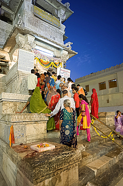 Devotees queueing to do puja at Kankera festival, where donations of foods are made for the poor, the day after Diwali celebrations, Jagdish temple, Udaipur, Rajasthan, India, Asia