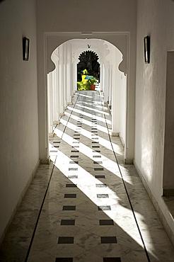 Sunlight on Moghul style passageway, Udaipur, Rajasthan, India, Asia