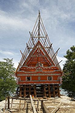 Construction of traditional style Batak house with bamboo scaffolding, beside the volcanic Lake Toba, Samosir Island, Sumatra, Indonesia, Southeast Asia, Asia