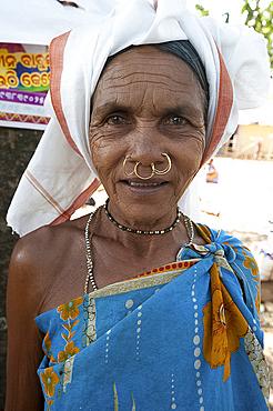 Mali tribeswoman with gold nose rings in Mali weekly tribal market, Guneipada, Koraput district, Orissa (Odisha), India, Asia