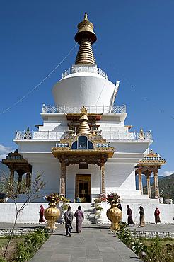 Bhutanese Buddhist devotees visiting the National Memorial Choeten in the morning, Thimpu, Bhutan, Asia