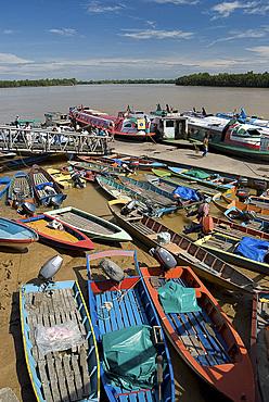 Colourful sampans and river boats on the Rejang River at Sarakei, Sarawak, Malaysian Borneo, Malaysia, Southeast Asia, Asia
