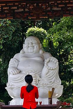 Woman praying to the Buddha, Phat Quang Buddhist temple, Chau Doc, Vietnam, Indochina, Southeast Asia, Asia