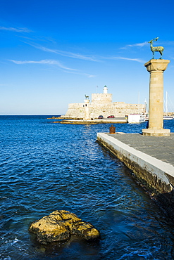 The deers, symbol of the city, at the entrance to Mandraki harbour, the Medieval Old Town of the City of Rhodes, UNESCO World Heritage Site, Rhodes, Dodecanese Islands, Greek Islands, Greece, Europe