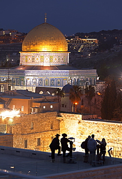 People looking over to the Dome of the Rock and the Wailing Wall at dusk, Jerusalem, Israel, Middle East
