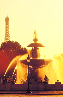 Fountain in the Place de la Concorde and Eiffel Tower in the background, Paris, France, Europe
