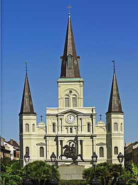 St. Louis Cathedral and equestrian statue of Andrew Jackson, Jackson Square, French Quarter, New Orleans, Louisiana, United States of America, North America