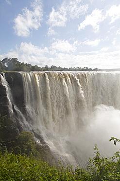 The River Zambezi crashes over the Victoria Falls waterfall (Mosi-oa-Tunya), UNESCO World Heritage Site, on the border of Zimbabwe and Zambia, Africa