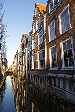 Dutch Golden Age houses along the Voldersgracht canal, Delft, South Holland, The Netherlands, Europe