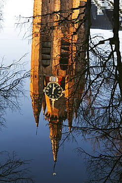 The leaning tower of the Oude Kerk (Oude Jan) (Scheve Jan) reflected in the Oude Delft canal in Delft, South Holland, The Netherlands, Europe