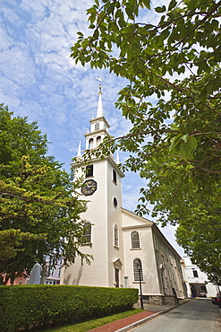 Trinity Church dating from 1726, on Queen Anne Square, the oldest Episcopal parish in the state, designed by local builder Richard Munday, inspired by Wren's churches, in historic Newport, Rhode Island, New England, United States of America, North America