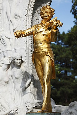 Johann Strauss monument in the Stadtpark, Viennese City Park, Vienna, Austria, Europe