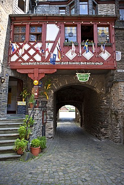 The Kranan tower in the historic town of Bacharch and Stahleck Castle, Unesco World Heritage Upper Middle Rhine Valley, Bacharach, Rhineland Palatinate, Germany, Europe