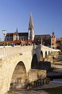 Stone Bridge ( Steinere Brücke ) , Cathedral , Old Town Skyline , Regensburg , Upper Palatinate Bavaria Germany
