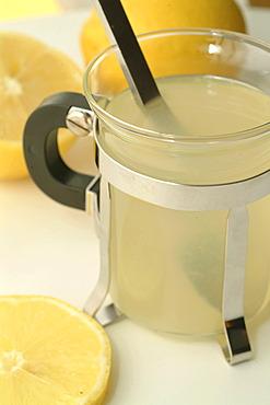 Hot lemon against colds