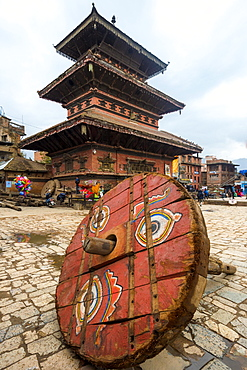 Wheel of a ceremonial chariot for the Bisket Jatra Festival in front of Bhairabnath Temple, Taumadhi Tole square, Bhaktapur, Nepal, Asia