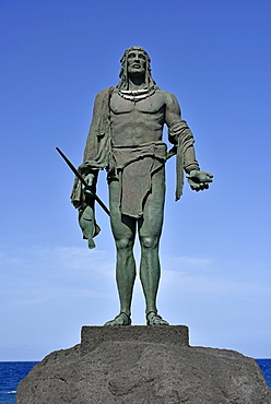 Mencey Statue on the Candelaria Promenade, Statue of Guanchen King Pelicar, Tenerife, Canary Islands, Spain, Europe