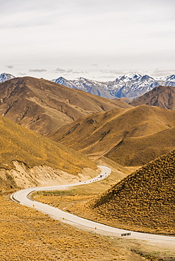 Pass road, Lindis Pass, Southern Alps, Otago, Southland, New Zealand, Oceania