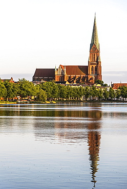 View over the Pfaffenteich to the cathedral, Schwerin, Mecklenburg-Western Pomerania, Germany, Europe