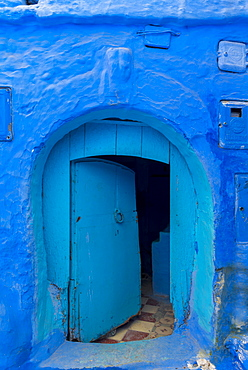 Blue front door, house facade, blue painted house, medina of Chefchaouen, Chaouen, Tanger-Tétouan, Kingdom of Morocco