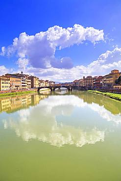 Arno river with bridges Ponte Santa Trinita and Ponte Vecchio, Florence, Tuscany, Italy, Europe