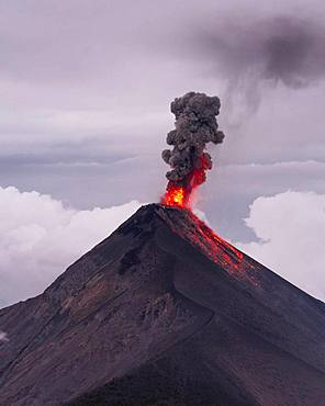 Volcanic eruption, smoke cloud, Volcan de Fuego, active volcano, Guatemala, Central America