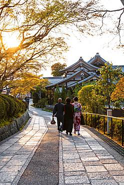 Japanese walk in an alley in front of a temple, Kyoto, Japan, Asia