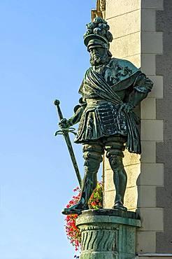George I of Frundsberg, bronze statue of Jakob Bradl, City Hall, Marienplatz, Old Town, Mindelheim, Swabia, Bavaria, Germany, Europe