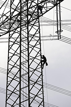 High voltage engineers working on high voltage pylons, Baden-Wuerttemberg, Germany, Europe