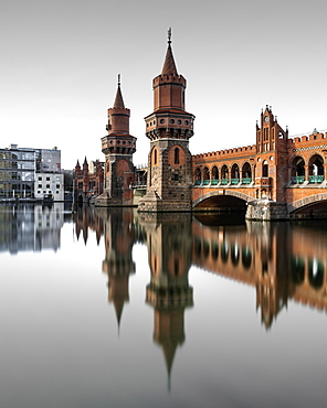 Berlin Oberbaum Bridge at Warschauer Strasse in Berlin with reflection in the Spree, Berlin, Germany, Europe