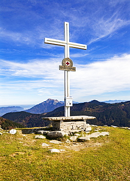 Summit cross on the Loibersbacher Hoehe, Osterhorn Group, Faistenau, Salzkammergut, Province of Salzburg, Austria, Europe