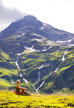 Hiker in the Nassfeld Valley, Nassfeld, Sportgstein, Gastein Valley, Hohe Tauern, Bad Gastein, Province of Salzburg, Austria, Europe
