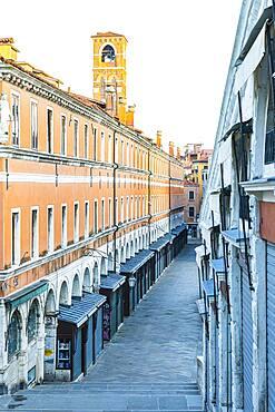 Closed souvenir shops at the Rialto Bridge due to the Corona Pandemic, Venice, Veneto, Italy, Europe