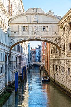 Bridge of Sighs, Doge's Palace, St Mark's Square, Venice, Italy, Europe