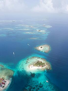 Aerial view, several tropical islands in the atoll, San Blas Islands, Panama, Central America
