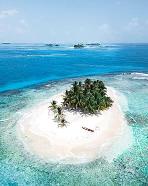 Aerial view, tropical island with palm trees, San Blas Islands, Panama, Central America