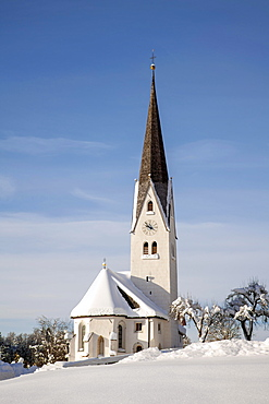 Parish church of St. Martin in Gnadenwald in winter, Gnadenwald, Tyrol, Austria, Europe