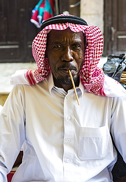 Friendly beduin man, old town of Jeddah, Saudi Arabia, Asia