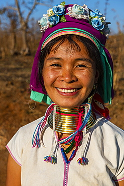Friendly Padaung woman, Loikaw area, Kayah state, Myanmar, Asia