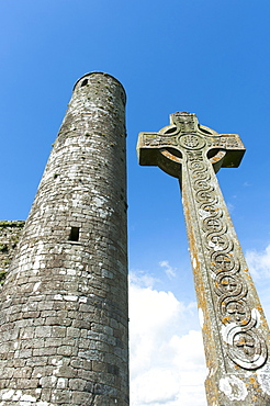 Medieval castle and church ruins of St. Patricks Cathedral, fully preserved round tower, ornate high cross, Rock of Cashel, County Tipperary, Ireland, Europe