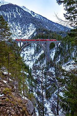 Wiesen Viaduct, Rhaetian railway, Graubunden, Switzerland, Europe