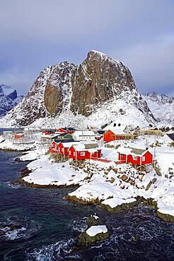 Rorbuer, typical wooden houses, Hamnoy, Reinefjord with mountains, Reinefjorden, Lofoten, Nordland, Norway, Europe