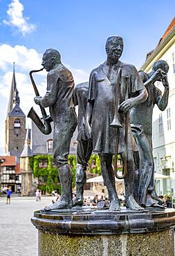 Sculpture Muenzenberger Musikanten on the fountain at the market place in Quedlinburg, Saxony-Anhalt, Germany, Europe