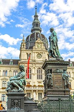 View of Erzherzog-Johann-Brunnen and the Rathaus visible in background, Graz, Styria, Austria, Europe