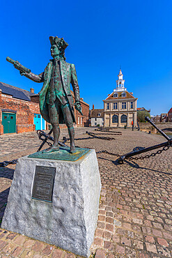 View of the Customs House and statue of George Vancouver, Purfleet Quay, Kings Lynn, Norfolk, England, United Kingdom, Europe