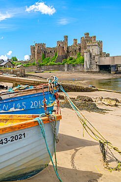 View of Conwy Castle and boats on the shore, UNESCO World Heritage Site, Conwy, Conway County Borough, Wales, United Kingdom, Europe
